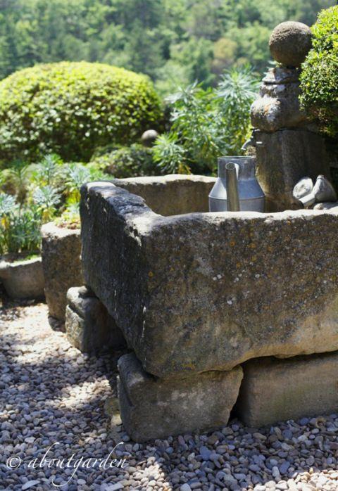 fontana in pietra jardin La Louve