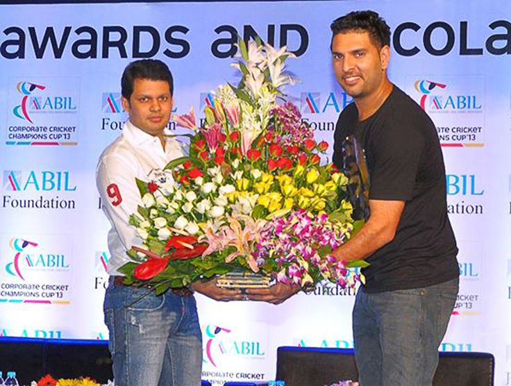 Amit Bhosale of ABIL Group with Cricketer Yuraj Singh raising awareness for 'Cancer' & supporting the farmers of Vidarbha with building 'Agricultural Tool Bank' through NGOs 'youwecan' and 'Apulkee'.
