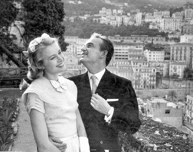 Grace Kelly con il Principe Ranieri nel 1956 (milestone)
