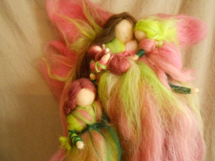 Wanddeko - Mutterschutz Elfe mit kleinem Kind Waldorf - ein Designerstück von Die-Werkelstatt bei DaWanda