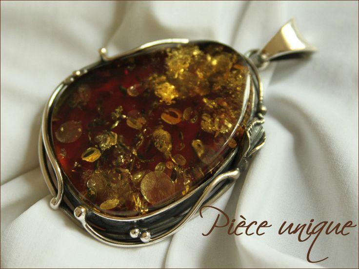 lourd pendentif argent massif et ambre Baltique cognac a inclusions particulières, l'argent fait