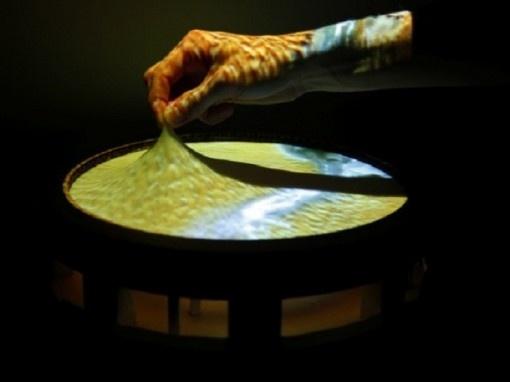 OBAKE: 1- crestura mitologica giapponese che cambia forma 2- il nuovo touch screen che cambia forma E' nato dalle menti di due ricercatori del MIT's Media Lab e potrebbe rappresentare un nuovo passo verso una rivoluzione nell'interazione digitale, un'evoluzione che non smette mai di stupirci.