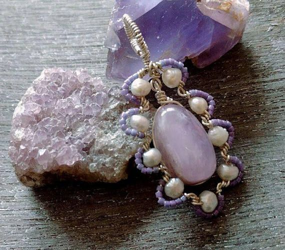#Amethystnecklace in all #shadesofpurple #miyukibeads https://www.etsy.com/nl/listing/555080390/amethyst-pearl-necklace-wire-wrapped