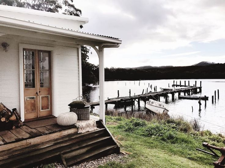 Captains Rest — Absolute Waterfront Heritage Cabin - Cabins for Rent in Strahan, Tasmania, Australia