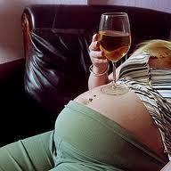 Una mujer alcohólica da a luz un niño con 4,5 gramos de alcohol en sangre en Polonia - Cachicha.com