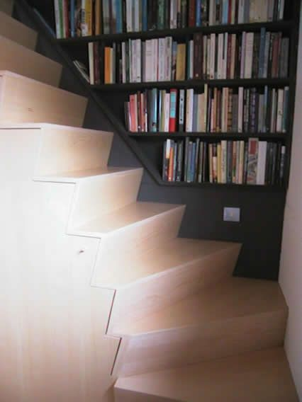 staircase in beech plywood and library in black MDF