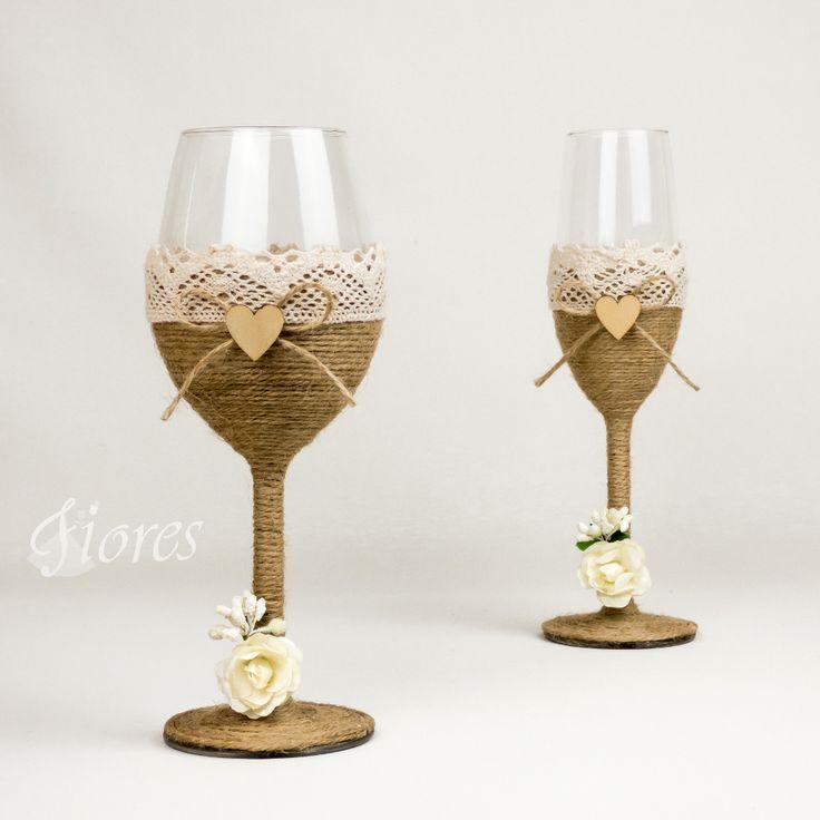 """Vintage svadobné poháre """"Rose""""  jedinečná a my túžime, aby ste sa tak cítili v každej maličkosti. Vytvorili sme pre Vás tento svadobný pohár, ktorý nemusí zostať iba kusom skla, ale verte či nie dokáže o Vás veľa vypovedať."""