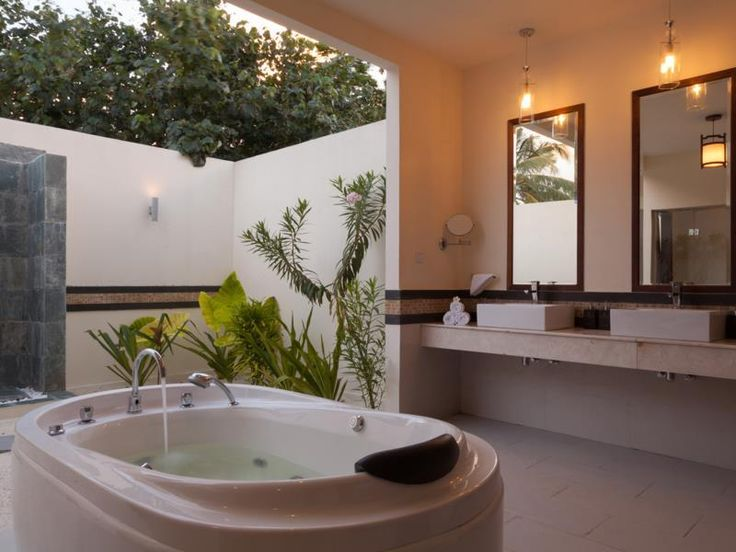 Furaveri Island Resort & Spa - bathroom