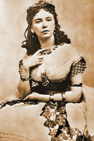 Cora Pearl. Demi-mondaine qui fut la maîtresse, entre autres, du Prince Napoléon et du Duc de Morny