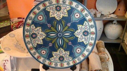 Prato com 32 cms de diâmetro  pintado em estilo mediterrâneo