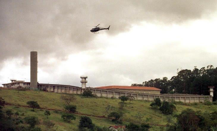 Insolite: Brésil: un hélicoptère télécommandé livre de la cocaïne en prison – 11/03/2014 | camerpost.com