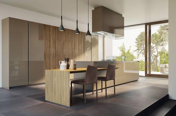 Cucina con isola centrale laccata lucido e legno della collezione ...