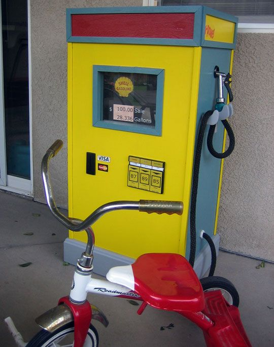 @Ashlie Oestreich Burns *For Parker who likes to make sure his ride always has a full tank!*  pretend play - diy gas station