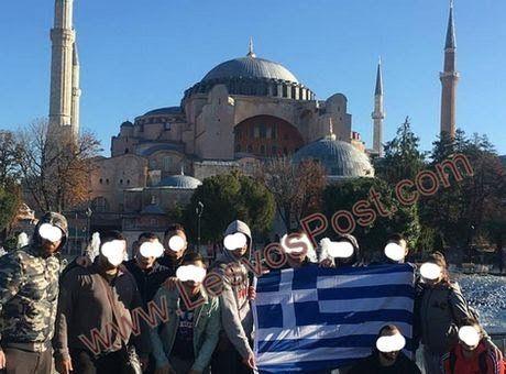 ΕΓΚΕΦΑΛΙΚΑ ΟΙ ΤΟΥΡΚΟΙ: Φίλαθλοι του Ολυμπιακού Ύψωσαν σημαία Ελληνική μπροστά στην Αγιά Σοφιά[φωτο]