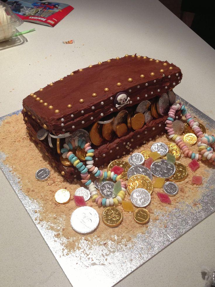 Treasure chest cake for Sam (4)