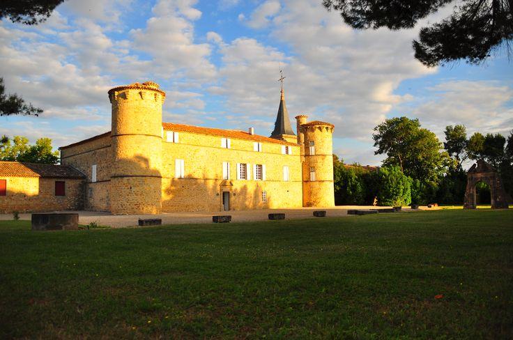Venez découvrir le magnifique château de Jonquières en réservant votre visite sur Wine Tour Booking