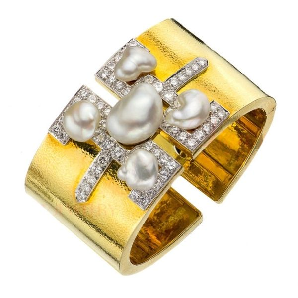 DAVID WEBB Baroque Pearl Diamond Platinum Gold Cuff Bracelet