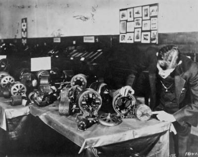 Tesla with some of his induction motors. 1898 (13)