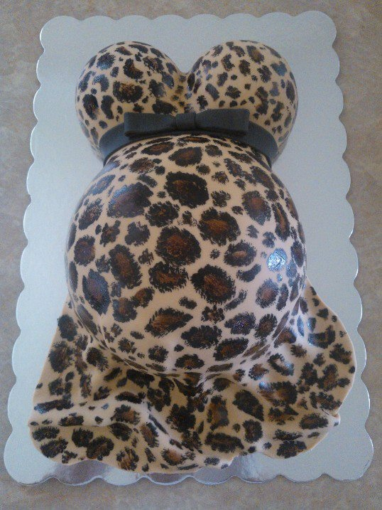 Animal print cake...this will be one of my baby shower cakes hahaha. I'm determined that it will be!
