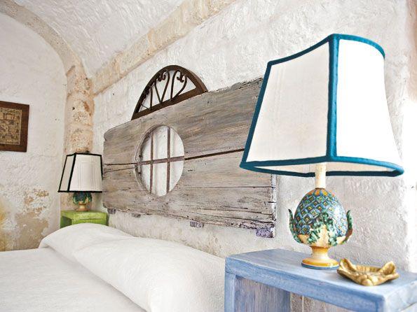 particolare struttura letto legno grezzo