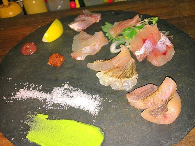 【 銘魚盛り合わせ !!】 おすすめの銘魚盛り合わせです! 日替わりでいろんなお魚をご用意しております!色々な魚を食べ比べてみたい方など、 ぜひ食べ比べて来てください !!! #炎lavita #炎LAVITA #イタリアン #イタリアン酒場 #炎ラビ #肉魚 #銘魚 #ピザ #魚 #魚介 #海鮮料理 #魚介料理 #ワイン #ボトルワイン #日本酒 #肉 #大阪 #裏天満 #天満 #天満駅 #居酒屋  #イタリア #ガストロ酒場ねぎま #火遊びまこと #FORNO #牡蠣 #白子 〒530-0033  大阪府大阪市北区池田町6-16