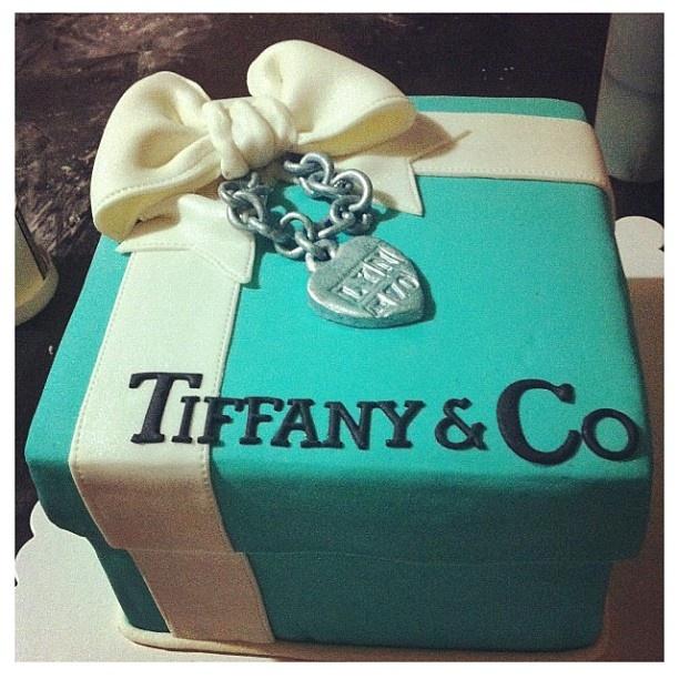 i want this cake sooooo badly!