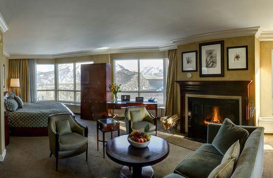 Rimrock Resort Suite, Banff