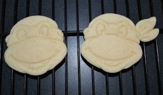 Teenage Mutant Ninja Turtle cookie tutorial. (TMNT)... This seems really easy! Now to find the cookie cutter!