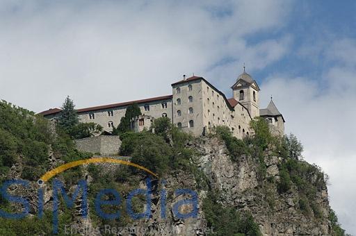 Das bekannte Kloster Säben oberhalb von Klausen