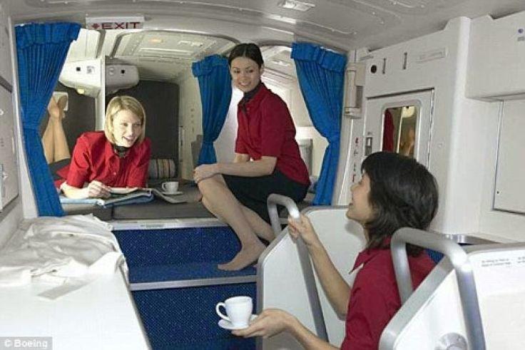 """Τα μυστικά δωμάτια των αεροπλάνων... Τι κρύβεται πίσω από τις πινακίδες """"απαγορεύεται η είσοδος"""";"""