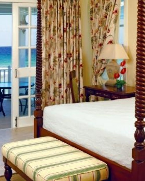 Half Moon  ( Montego Bay, Jamaica )  Hibiscus Suites are 650 square feet and many come with supersoft kingsize beds. #Jetsetter
