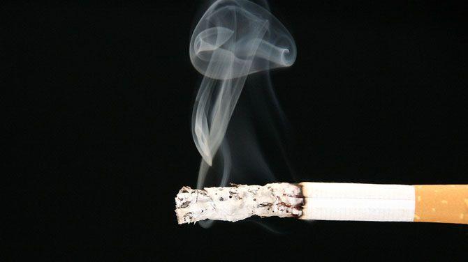 Dat blijkt uit de nieuwste cijfers van het Britse kankeronderzoekscentrum, meldt de BBC. Roken is het gevaarlijkst, gevolgd door ongezonde eetgewoonten.