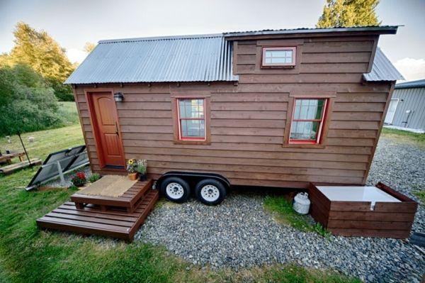 Ein DIY mobiles Haus mit gemütlichem Interieur. Wenn es um Traumhäuser geht, stellen sich viele Leute ein Haus am Strand vor oder eine gemütliche Hütte mit