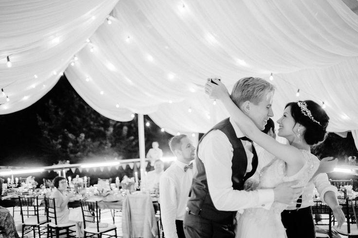 The wedding with England story and decor. Moscow.  Inspired by Downton Abbey. Team: Organization + Concept + Decor @mrsmaxim.wedbureau // photographer @maxkoliberdin // Invitation @print_my_dream // Flowers @twig_me