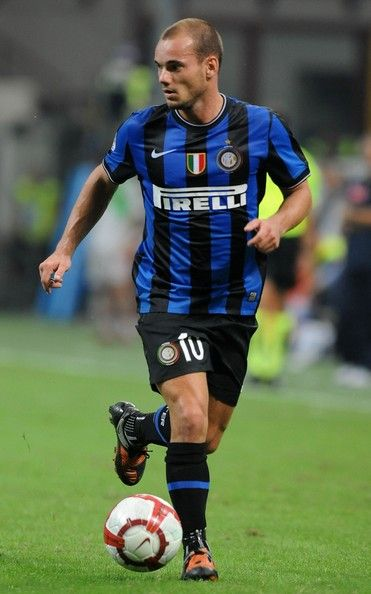 ~ Wesley Sneijder on Internazionale Milano wearing Nike Total 90 Laser II Inter Milan ~