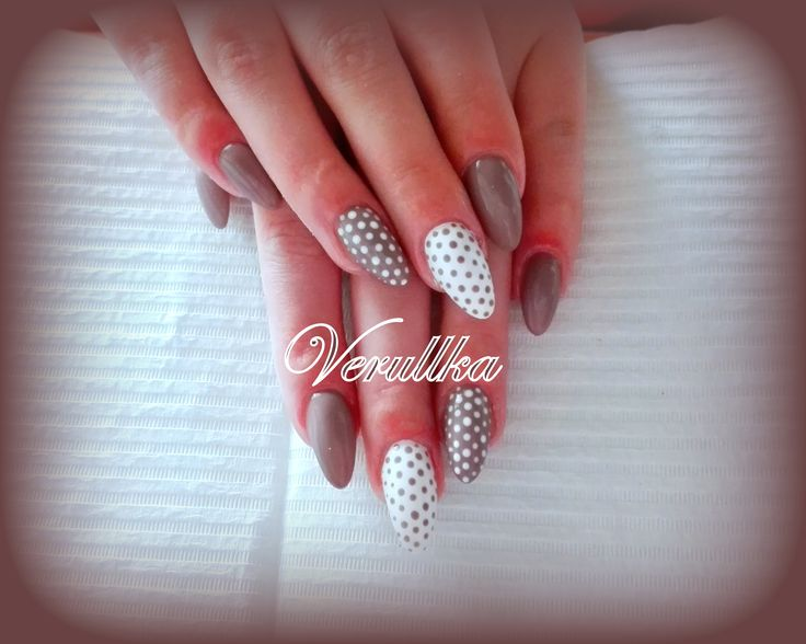 White coffee gel nails with dots