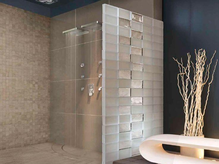 Realizzazioni su misura, semi trasparenti, luminose e prive di fughe di giunzione: una soluzione di design elegante e moderna che soltanto il vetro permette.