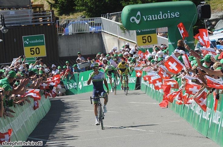 2014 tour-de-suisse photos stage-08 - Estaban Chaves (Orica GreenEDGE) had time to celebrate after the final corner