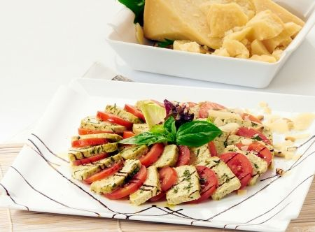Tofu al basilico con pomodoro ed una marinata di aceto balsamico