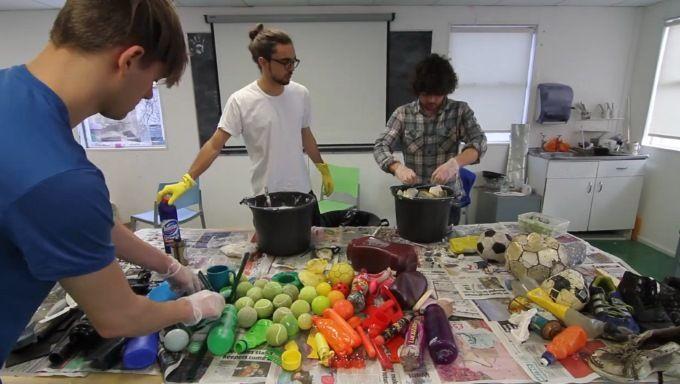Se hva denne kreative gjengen laget av søppel de fant på stranda