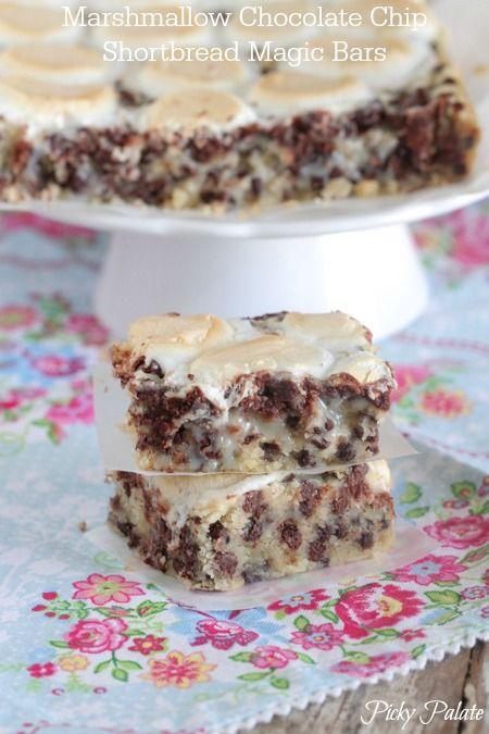 Marshmallow Chocolate Chip Shorbread Magic Bars #cookies #bars #chocolatechip #shortbread