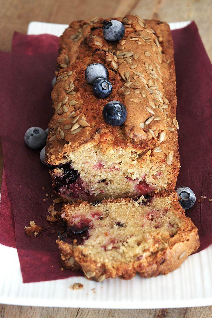 Vous avez du levain à revendre et ne savez pas quoi en faire ? Découvrez comment réaliser un délicieux cake au levain naturel.
