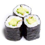 sushi maken met komkommer en roomkaas