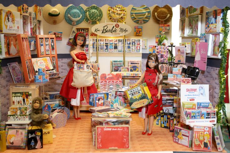 Vintage shopping! Amazing.... everything in this shop is a miniature replica of an original 1960s Mattel Barbie item!!