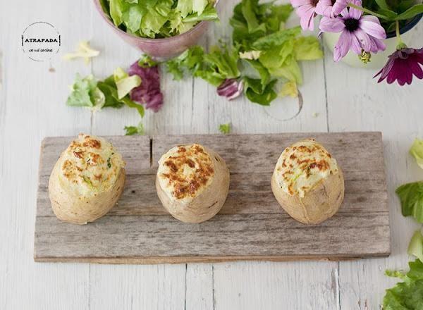 Patatas rellenas de queso azul, calabacín y puerro | Cocina