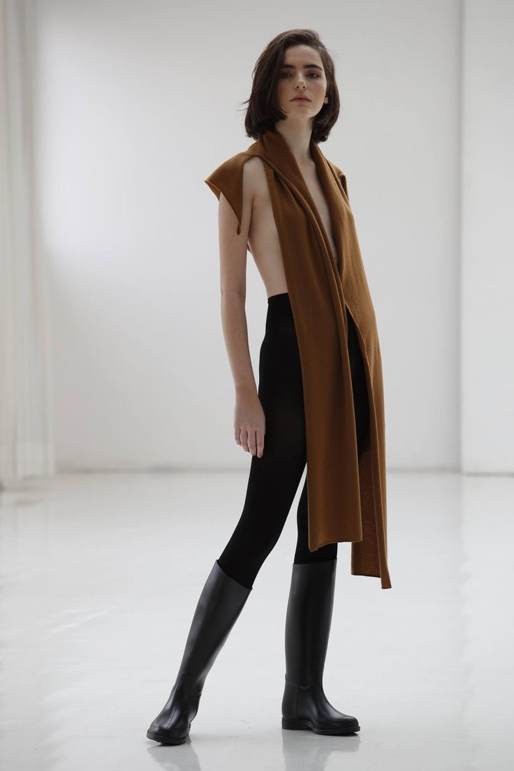 LAMBERTO LOSANI by Saverio Palatella PRE-FALL 2018 Natural colors cueing the neutral Nineties shift from low to high profile thanks to dramatic volumes.