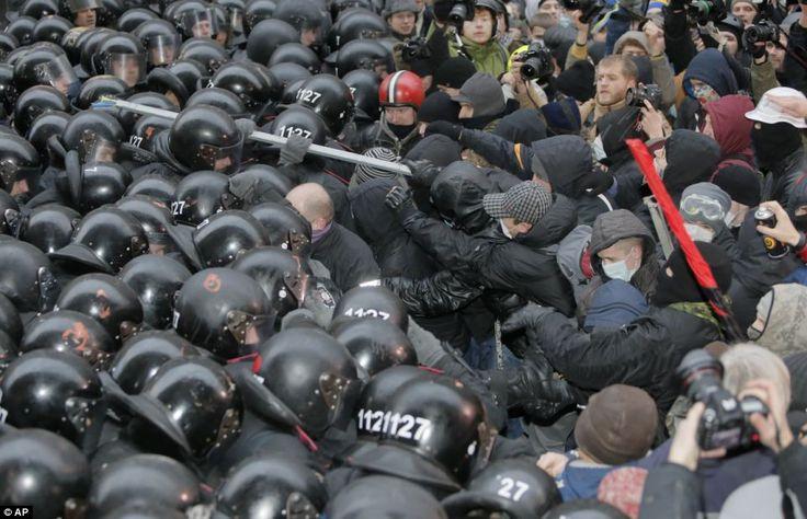 Opposition leaders like former boxer Vitali Klitschko have called on president Yanukovych to resign