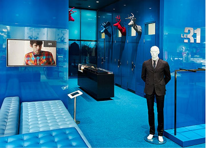 Simons, West Edmonton Mall Designed by figure3 #blue #fittingroom #seating #techintegration #lockedshowcase