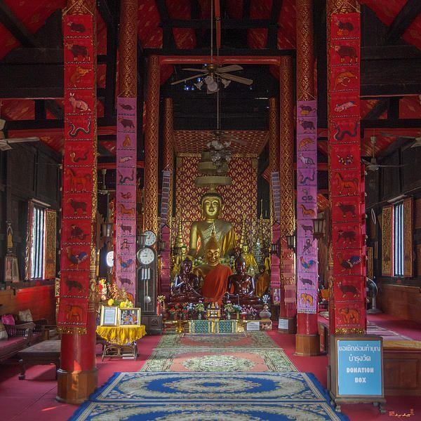 2013 Photograph, Wat Muen Ngen Kong Phra Wihan Interior, Tambon Phra Sing, Mueang Chiang Mai District, Chiang Mai Province, Thailand, © 2013.  ภาพถ่าย ๒๕๕๖ วัดหมื่นเงินกอง ภายใน พระวิหาร ตำบลพระสิงห์ เมืองเชียงใหม่ จังหวัดเชียงใหม่ ประเทศไทย