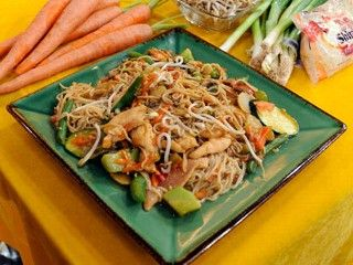 """""""Hungry Girl"""" 200 Calorie or less so-low mein with chicken"""
